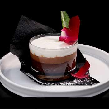 """</p> <div class=""""title_menu"""">COPPA 3 CIOCCOLATO</div> <p>crema al cioccolato, crema al cioccolato al latte, crema al cioccolato bianco<br /><strong>5,50€</strong></p> <p>"""