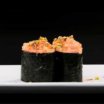 "</p> <div class=""title_menu"">GUNKAN CON SALMONE#</div> <p>salmone, salsa piccante, maionese, sesamo, alghe, riso C,D,K,P<br /><strong>3,50€</strong></p> <p>"