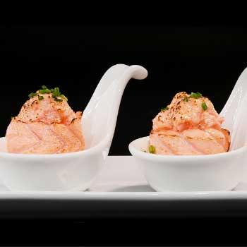 "</p> <div class=""title_menu"">FLAMBÈ GUNKAN</div> <p>salmone spicy, tartare, salmone scottato, salsa teriyaki D,F,G,P<br /><strong>4,00€</strong></p> <p>"