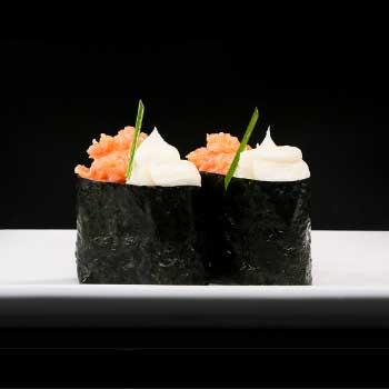 "</p> <div class=""title_menu"">SPICY GUNKAN</div> <p> tartare salmone spicy, philadelphia, alga erba,cipollina D,G,P <strong>4,00€</strong>"