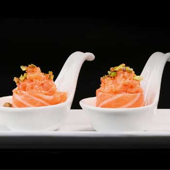 """</p> <div class=""""title_menu"""">FLOWER GUNKAN # </div> <p>salmone, mayo spicy, noci, riso, C,D,H<br /><strong>4,00€</strong></p> <p>"""