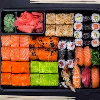 "</p> <div class=""title_menu"">BENTO M</div> <p> nigiri sake 2 pz nigiri sake fiamma 2pz nigiri maguro 2 pz uramaki salmone avocado 4 pz uramaki ebi tempura 4pz uramaki beef 4pz sashimi sake 4pz tartare salmone mayo al basilico edamame wakame tori yaki udon birra Sapporo 1pz</p> <p><strong>40,00€</strong>"