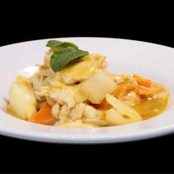 """</p> <div class=""""title_menu"""">POLLO AL CURRY*</div> <p>pollo con cipolle, salsa curry, latte di cocco A<br /><strong>6,90€</strong></p> <p>"""