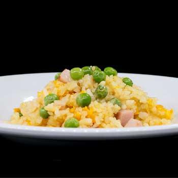 """</p> <div class=""""title_menu"""">RISO CANTONESE</div> <p>riso saltato con prosciutto cotto, piselli, uova C<br /><strong>4,50€</strong></p> <p>"""