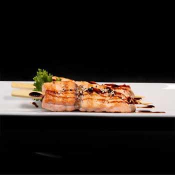 "</p> <div class=""title_menu"">SAKE TERIYAKI#</div> <p> salmone alla griglia, salsa teriyaki, D,F <br /><strong>5,00€</strong>"