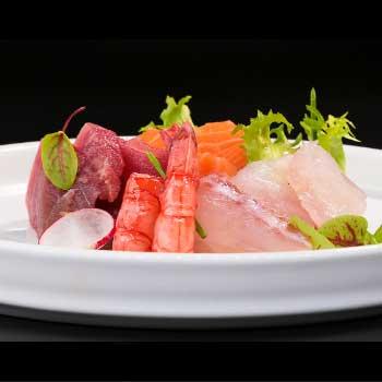 "</p> <div class=""title_menu"">SASHIMI MISTO # 12pz </div> <p>salmone, tonno, branzino D<br /><strong>11,00€</strong></p> <p>"