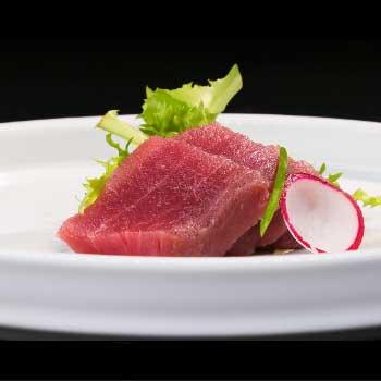 "</p> <div class=""title_menu"">SASHIMI TUNA# 3pz</div> <p> tonno D <strong>4,00€</strong>"