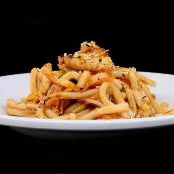 """</p> <div class=""""title_menu"""">YAKI UDON CON FRUTTI DI MARE*</div> <p>spaghetti giapponesi saltati con frutti di mare, verdure miste e uova C,D,B<br /><strong>7,50€</strong></p> <p>"""