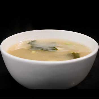 """</p> <div class=""""title_menu"""">ZUPPA DI MISO</div> <p>zuppa di tofu e alghe giapponesi, cipolline, pasta di miso, F<br /><strong>3,50€</strong></p> <p>"""