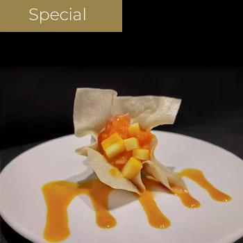"</p> <div class=""title_menu"">Salmon basket</div> <p> Salmone sfoglia croccante mango</p> <p><strong>4,00€</strong>"